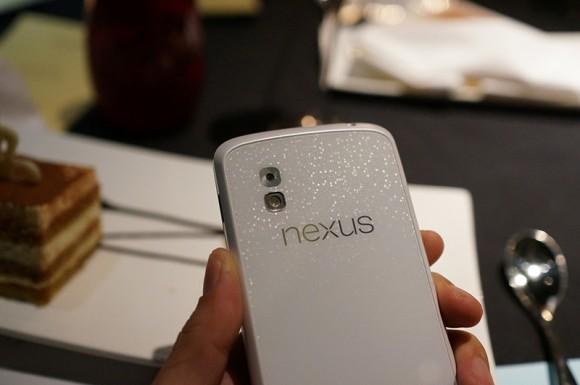 Photos of the White Nexus 4 leaked